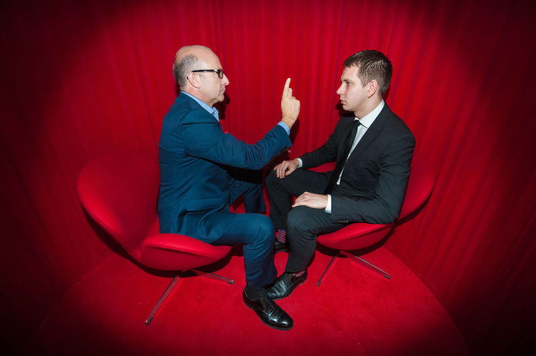 Paul McKenna hypnotises man as part of Virgin PR campaign